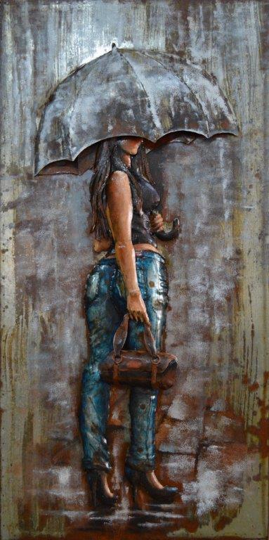 art métal femme au parapluie